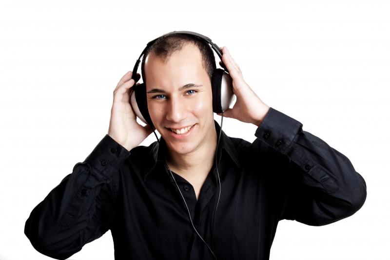 1069072-listen-music (1)